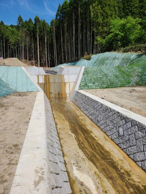 砂防堰堤(さぼうえんてい)工事